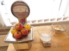 Äpfel beim Abwiegen (wir haben 5 Waagen zur Nutzung)