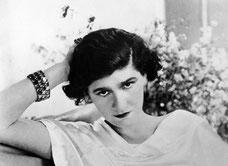 Coco Chanel, dans les années 1920. Source : Wikipedia.