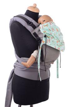 Half Buckle Babytrage ab Geburt, stufenlos mitwachsend, gefertigt aus Tragetuchstoff.
