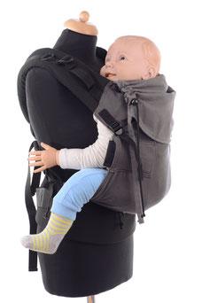 Ergonomische Babytrage, stufenlos mitwachsend, Träger am Hüftgurt oder Rückenpanel.