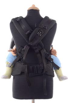 Babytrage mit gekreuzten Trägern, ergonomische Hüftgurt, stufenlos mitwachsend.