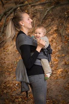 Babytrage ab geburt, auffächerbare Träger, ergonomisch geformter Hüftgurt.