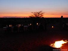 Abendessen in den Dünen der Kalahari