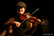 CELTIC RHYTHMS Musikshow - Musiker mit Irish Fiddle