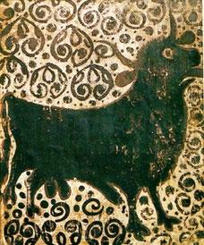"""Socarrat"" gótico de un toro sobre un fondo decorativo."