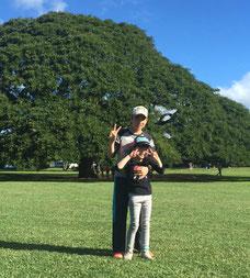 ハワイオアフ島貸切チャーター モアナルアガーデンにてOさんの子供さん2名