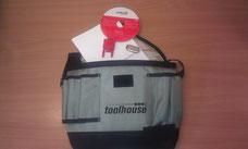 Techniker-Tasche mit Diagnose-Werkzeugen und einen Handbuch