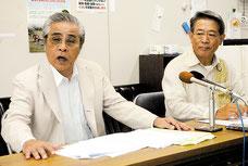 仮処分申し立て後、記者会見する上地、田里共同代表(左から)=1日午後、官公労共済会館