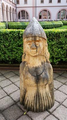 Skulptur im Innenhof Galerie Spejchar