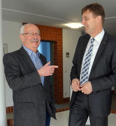 Ortsbürgermeister Sahlenburg H. Kihm, Landrat K.-U. Bielefeld; Foto privat