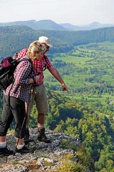 Wanderer am Alptraum (Copyright Schwäbische Alb Tourismus e.V. / Luger)