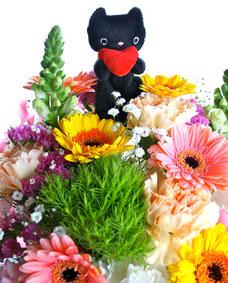 メのことが大好きだったカモちゃんからのお花  メがまるで虹の橋にいるみたいです。