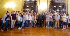 Die JPRS-Schüler mit dem Präfekten von Parma