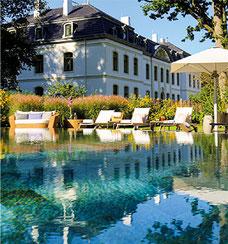 Entspannung im beheizten Pool unter freiem Himmel