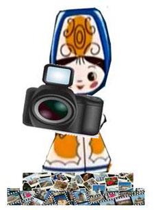Наталия Прекрасная и фотоаппрат. Внизу очень много слайдов и фотопленки