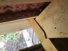 Reparaturarbeiten am Dachstuhl. Austausch von Sparren und Balkenlage am Dachstuhl.