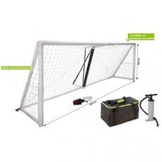 Cage ou but de football gonflable. Lot de 2 buts de handball à gonfler pour jouer au football sur pelouse extérieur. But de football gonflable  à acheter pas cher.