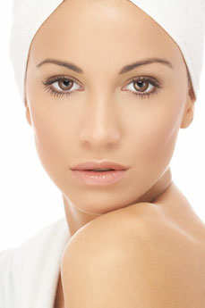 Dermabrasionsbehandlung mit Ultraschall für ein sichtbares Ergebins im Kosmetikstudio Basel Carol's Beauty Bar