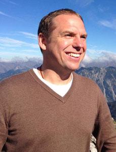 Thomas Schneider Gründer und Inhaber von Wege zum Sein, seit 2002 in der Meditation zu Hause