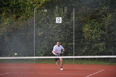 """Regelmässiges Tennisspielen gibt einen guten Ausgleich zum """"Büroleben"""""""