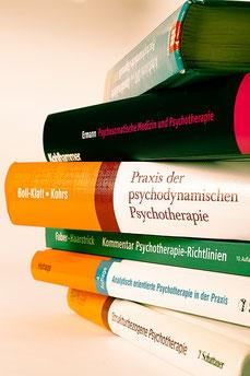 Psychotherapeutische Bücher (Foto: Mechthild Stein)