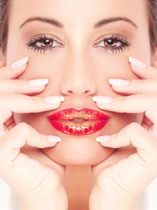 kosmetikstudio-nagelstudio-by-maica-frau-schönheit-nageldesign-kosmetikbehandlung-Antifaltenbehandlung