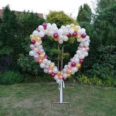 Ballonherz als Dekoration Ballons an einem Kupferherz zum Verleih