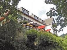 Hotel Haus Burgblick onder aan de berg