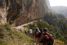 La randonnée pédestre un mode de déplacement doux et à la porté de tous pour voir les richesses de l'Ardèche