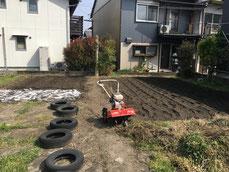 陽気が良くなり雑草取りと夏野菜準備をしました。