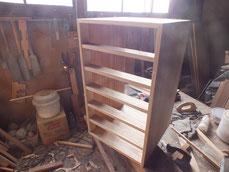 桐整理箱の組立が終わりました明日滑りと裏板を打ちます。
