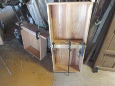 引出前板に本物の柾板を貼る作業を始めました。