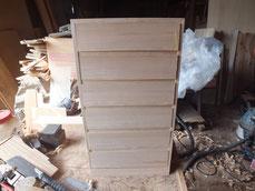 前板の柾桐が貼れたので本体の枠に合わせて仕込みました。