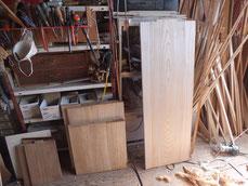 長持ちの桐材を一部に使用して想い出の箪笥を作り上げます。