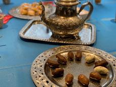 モロッコ料理教室のデザートのデーツとミントティー