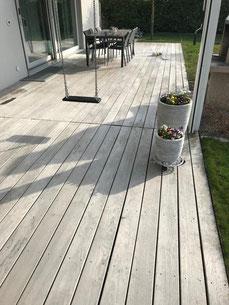 Terrassenboden Reinigung vorher - Terrassenreinigung Bern und Emmental