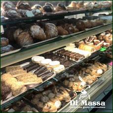 dolci, paste, domenica, bigne, biscotti, cassate, code d'aragosta ecc...
