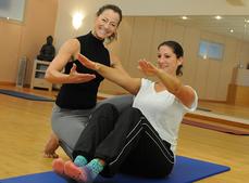Persönliches Pilates-Training auf der Matte