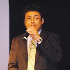 「なぜ私は韓国に勝てたか」をテーマに講演する加藤達也氏=23日午後、市民会館中ホール