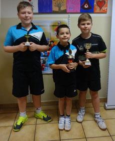 Klaus Mörwald, Simon Wilder und Jakob Wilder mit ihren Pokalen.