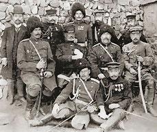 乃木将軍、ステッセル将軍と将官たち