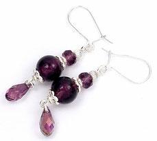 photo de boucles d'oreilles en argent verre Murano et cristal Swarovski prune à gouttes facettées avec crochets fermés