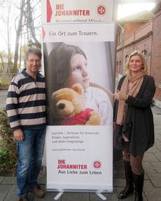Tobias Rilling (l.) von Lacrima und Stefanie Rose vom Fundraising.
