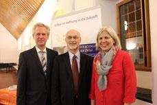 v.l.: Antonius Kerkhoff (ASG-Bildungsforum), Prof. Dr. Leo Penta (Referent), Barbara Krug (Bürgerstiftung Gerricus); Foto: Klaus Schröder