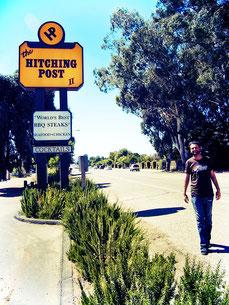Wie Miles und Jack laufe ich ein Stück die Straße entlang zum Hitching Post II