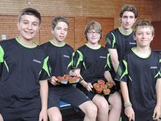 Zur Belohnung gab's TT-Muffins: Simon Öner, Frederic Schubert, Yannik Bux, Michael Schäfer und Jakob Gönner (von links) freuen sich über die Meisterschaft.