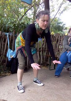 Maerena als stampfendes Nashorn