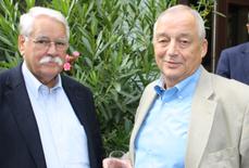 Dieter Litzinger (rechts) und Walter Desch beim Treffen der alten Fußballfreunde in Hatzenport