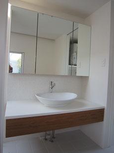洗面台・鏡付収納棚