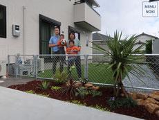 人工芝、雑草防止シート、スチールフェンス、アメリカンフェンス、枕木コンクリート、砂利、施工例